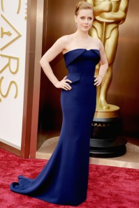 This gown, worn by actress Amy Adams, and designed by Gucci. I love the color, the fabric, the clean lines, the fact that it actually fits her body instead of looking like it has an agenda of its own.*